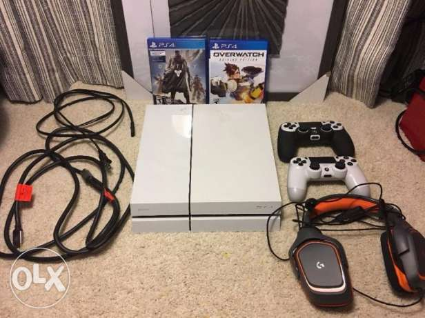 PS4 Console In Box W/ 5 Games And Headset