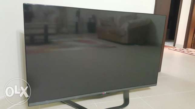 LG smart TV 46 inch with wall bracket