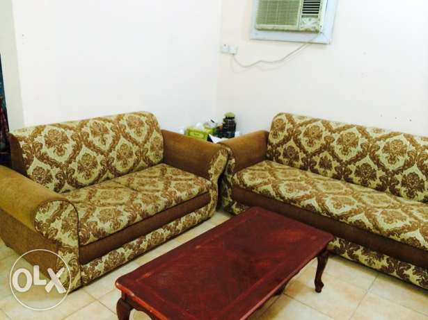7 seater sofa only 500 three wooden tables QR 100