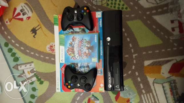 Xbox 360 250GB+ 2 controller+kinect+6 games