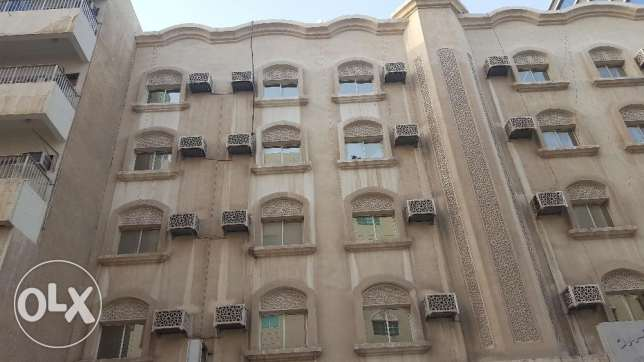 Unfurnished 3 bedrooms apartment in bin mehmood