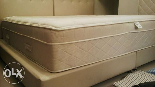 CLEAN, SOFT - 200x180 Origins Cloud-Nine Mattress Valued QAR 7,800