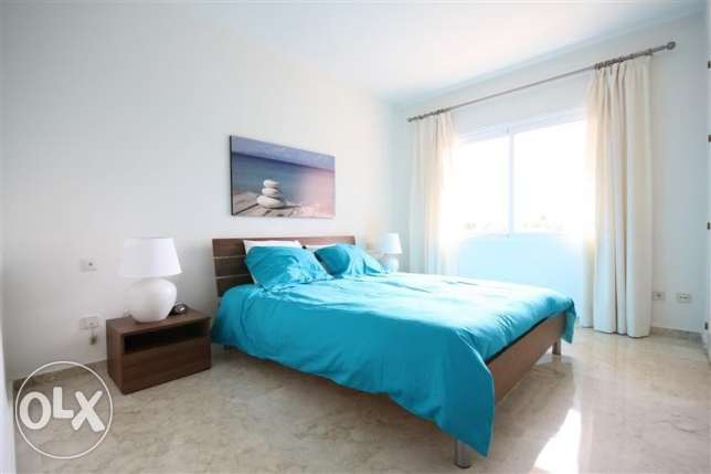 Spacious 1 Bedroom Unit with Marina View