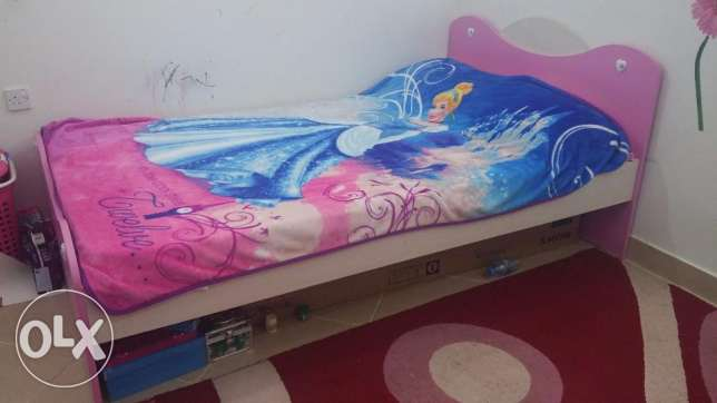 Home Center Pink bed for girl in good condition