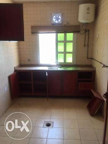 AvAilable-Family/ex. Bachelors 3 Bed Room Flat Bin Omran Qr.6000/-