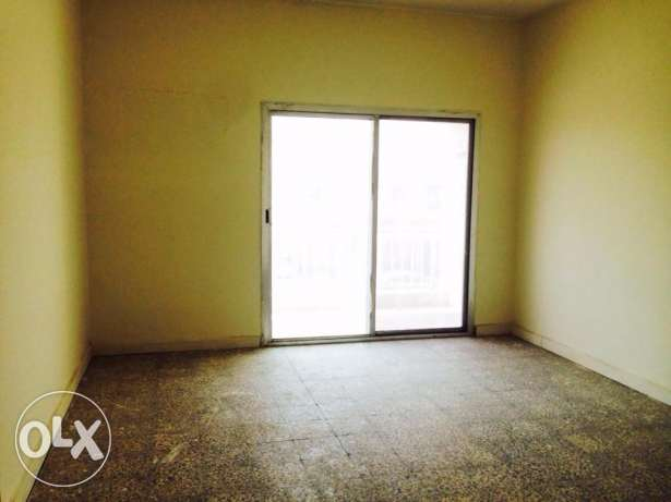 Unfurnished 3Bedroom Apartment in Madinat Khalifa مدينة خليفة -  5