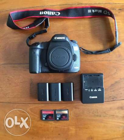 Canon-EOS-5D-Mark-III-DSLR-camera-body-3-batteries-memory-card Canon