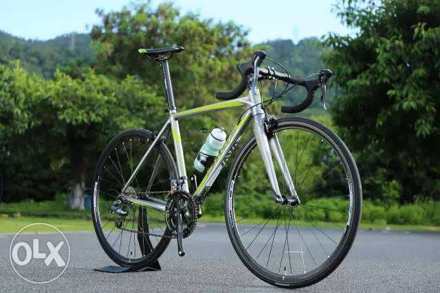 Brand new (Italy) Java Road bike full alloy internal cable routing