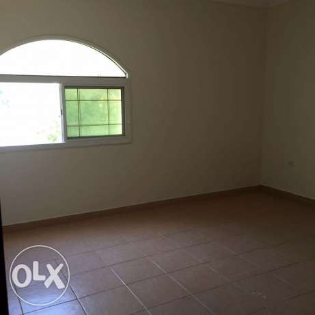 unfurnished 3-Bhk Flat in AL Nasr النصر -  4