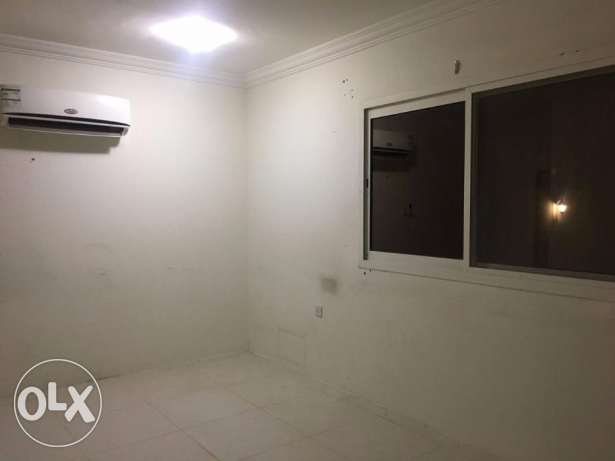 Unfurnished 1bhk Apartment in abu hamour المعمورة -  1