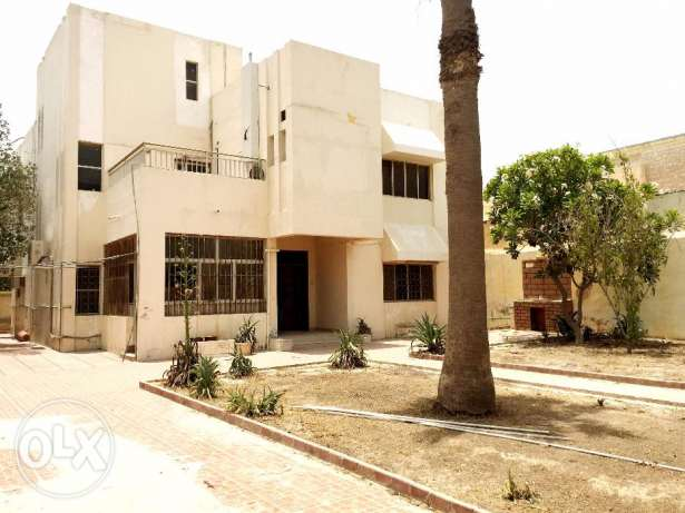 nice 4 bedroom , big hall unfurnished stand alone villa with big front