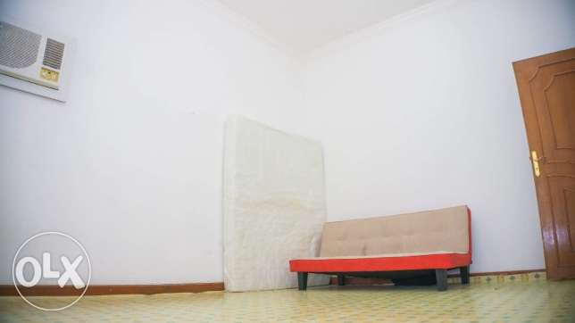 Avaiable room (5x4m) good for Filipino couple or 2 bachelor/ladies