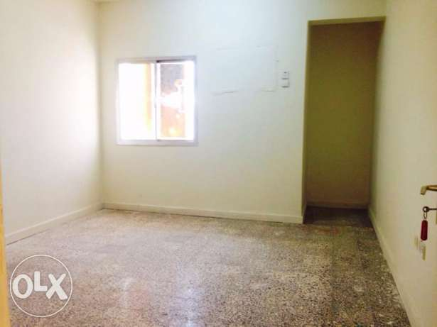 Unfurnished 3Bedroom Apartment in Madinat Khalifa مدينة خليفة -  1