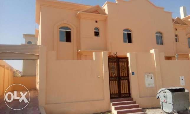 for ladies,very nice unfurnished 7bed villa at Thumama