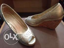 used wedge golden shoes size 36 in very good condition for only 50QR