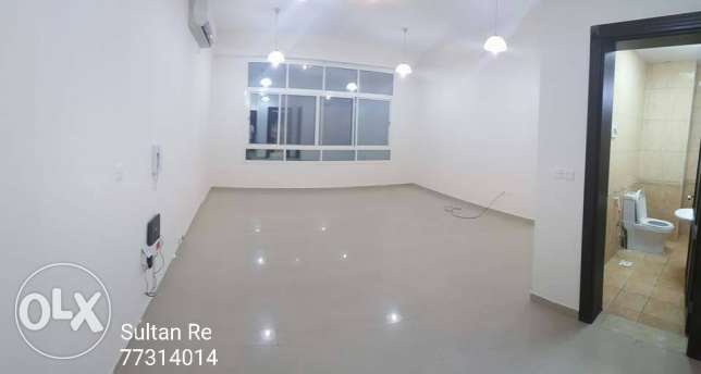 Unfurnished 3bedrooms Flat in Wakrah OOredoo Round about