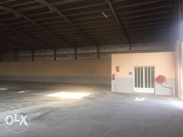 Clean and ready 1500 Meter Store + 5-rooms