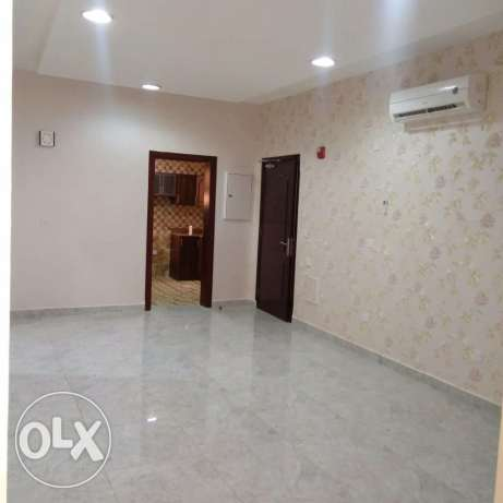 Unfurnished Clean 3-BR Apartment in AL Nasr, QAR.8000 النصر -  2