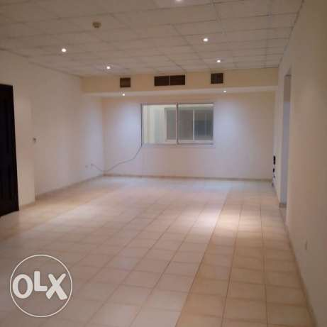 Unfurnished HUGE 3-Bedrooms Apartment in AL Nasr + Gym+pool النصر -  5