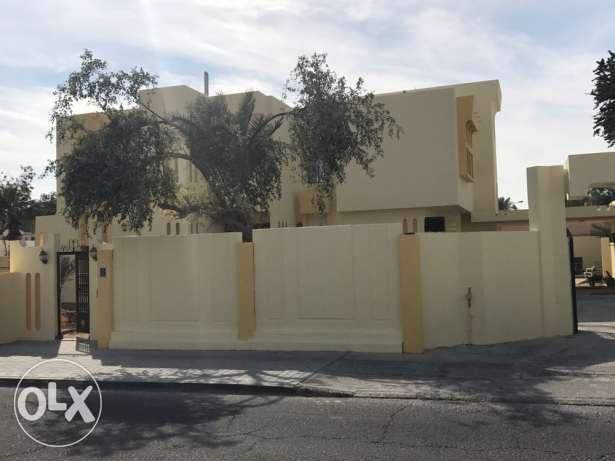 Big Villa for rent In Markhiya