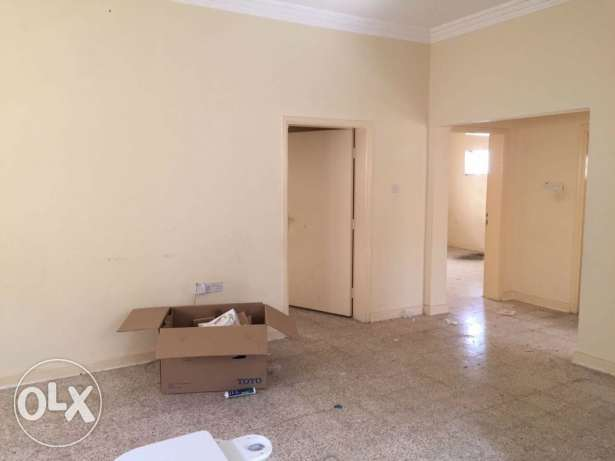 Semi Furnished 3-BR Villa in Fereej Bin Mahmoud فريج بن محمود -  4