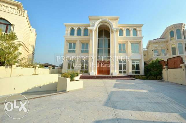 Spacious 6 Bedroom Villa with Beach Access