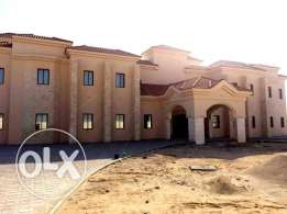 executive bachelors..25 bedroom+out house u/f big stand alone villa