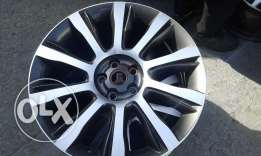 "Want to sale My 3 wheel rim for Range Rover 21"" only minor scraches"