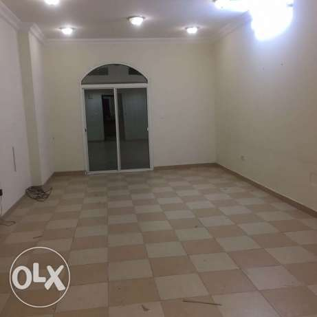 Unfurnished 2-BR Flat in Fereej Bin Mahmoud-QR.6600 فريج بن محمود -  1