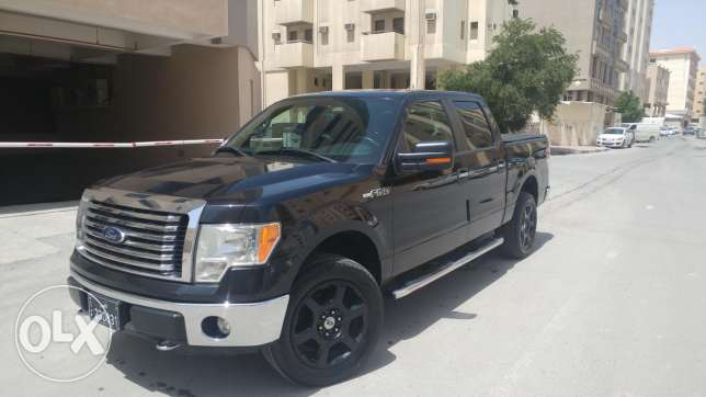 Ford F150 XLT Black color