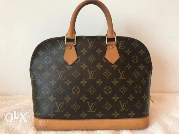 Preowned Louis Vuitton Alma MM -