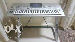 Beand new orgeKeyboard YAMAHA OR 700