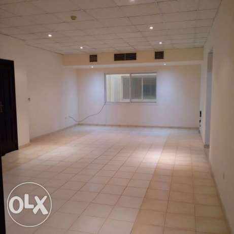 Unfurnished HUGE 3-Bedrooms Apartment in AL Nasr + Gym+pool النصر -  2