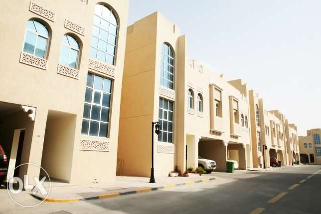 5bedrooms villa in luxury compound Abu hamour