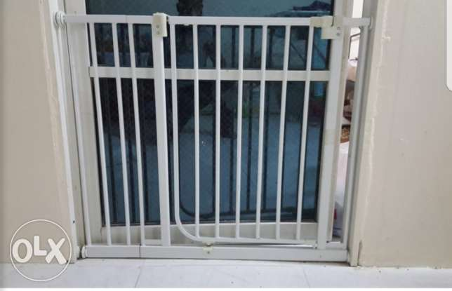 Kids safety gate