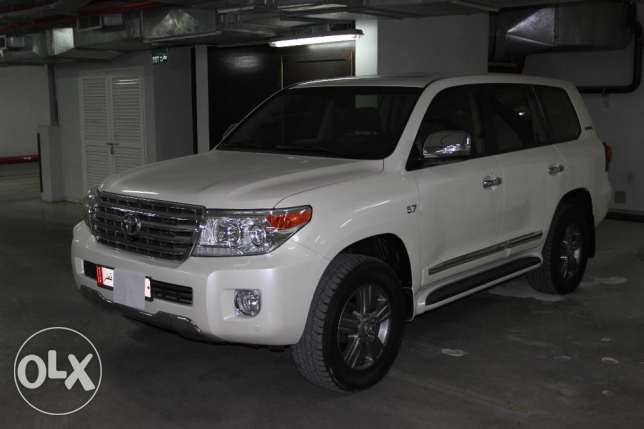 Land Cruiser Premium Edition VXR 5.7L 2015