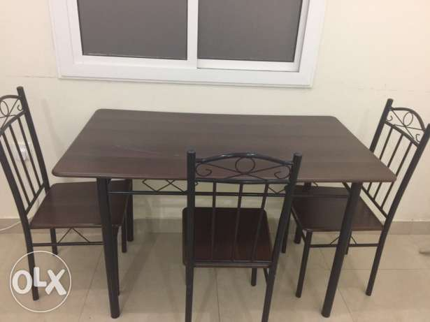 table with chairs (kitchen)