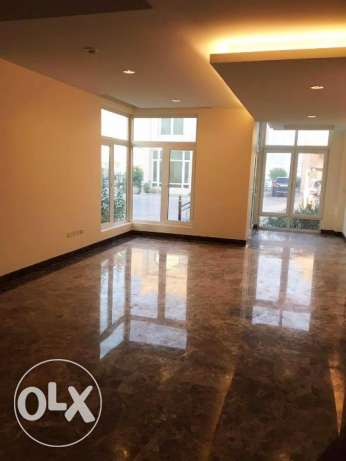 Semi Furnished 4-BHK Compound Villa in West Bay الخليج الغربي -  1
