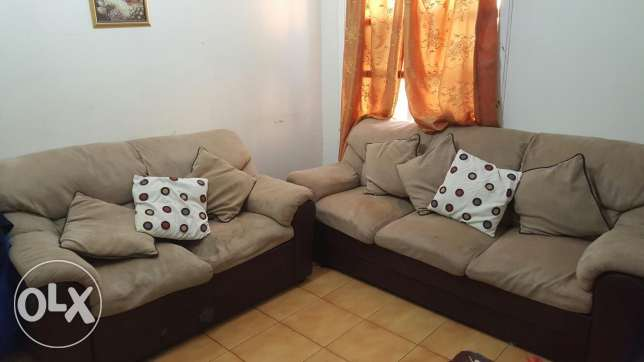 Sofa set for urgent sale 250 Qr