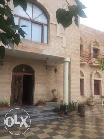 room available for rent in the villa ( west bay)