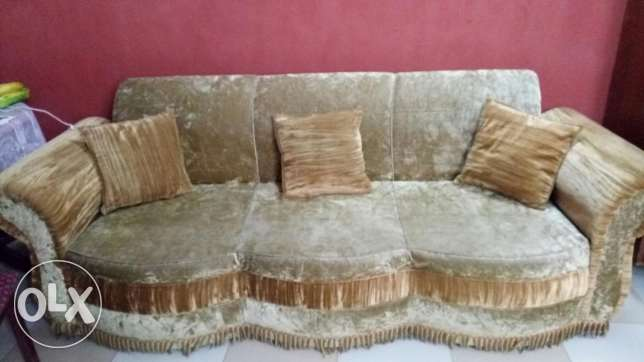 Golden color sofa and dinning table for sale السد -  1