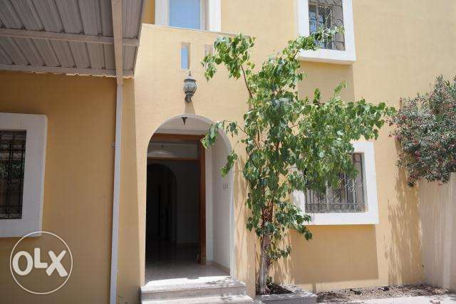 spacious 6bhk unfurnished stand alone villa in Gharaffa