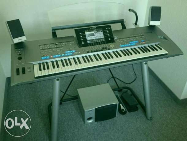 Yamaha Tyros 5 with 76 keys + accessories + warranty