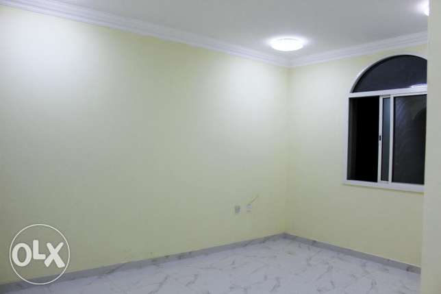 Executive Bachelor's 3 Bedrooms Flat Available in Umm Ghuwalina Area ام غويلينه -  4