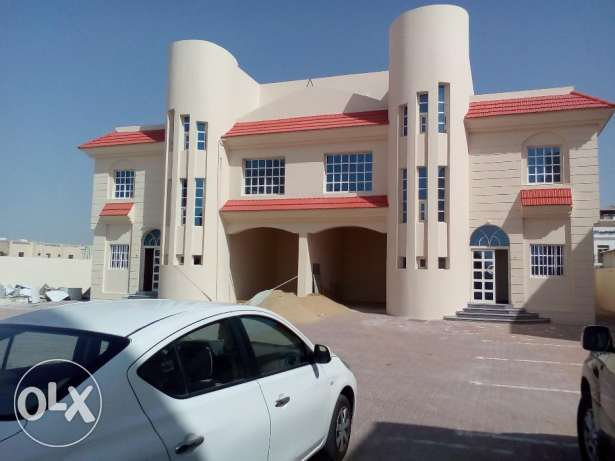 5 bhk beautifull semi commercial compund 6 villa in al duahil