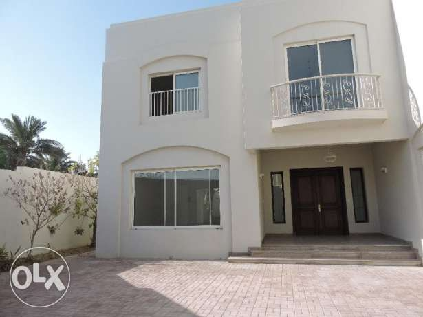 Attractive, Spacious Villa with Garden in Alwaab