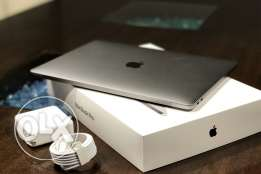 "Apple MacBook Pro 15.4"" with Apple mouse"