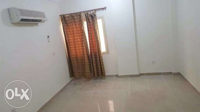 Unfurnished 1-Bedroom Apartment in Umm Ghwailina QR.4700 ام غويلينه -  2