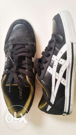 ASICS snickers size 39 almost new Black (my size is usually 38)