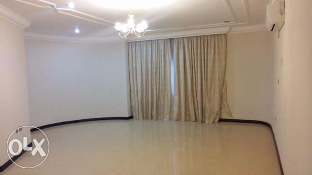 Ample Standalone villa with pool in Abuhamour Near Dar salam mall أبو هامور -  4